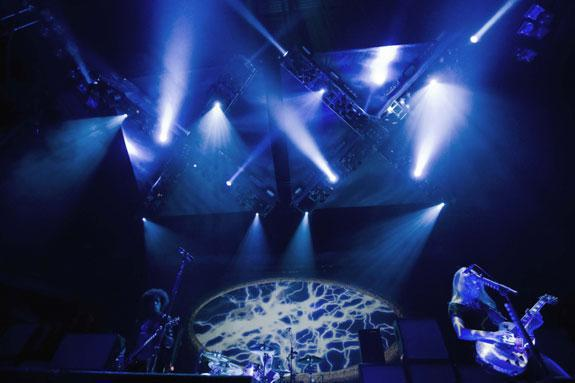 Photo 3 in 'Alice In Chains - Summer And Fall Tour - 2007' gallery showcasing lighting design by Mike Baldassari of Mike-O-Matic Industries LLC