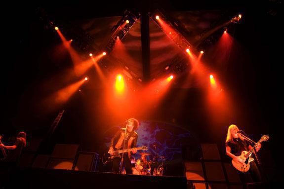 Photo 4 in 'Alice In Chains - Summer And Fall Tour - 2007' gallery showcasing lighting design by Mike Baldassari of Mike-O-Matic Industries LLC