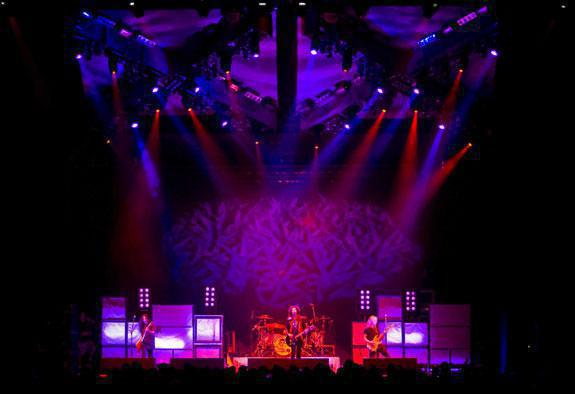 Photo 7 in 'Alice In Chains - Summer And Fall Tour - 2007' gallery showcasing lighting design by Mike Baldassari of Mike-O-Matic Industries LLC