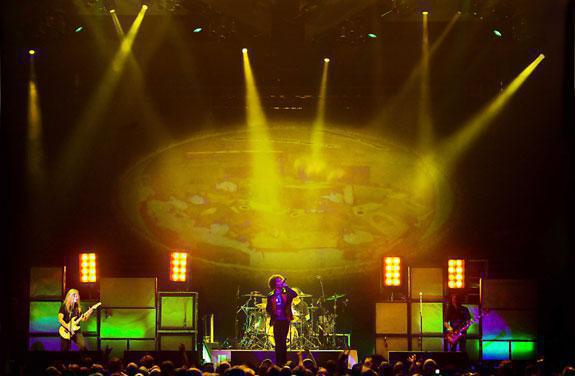Photo 9 in 'Alice In Chains - Summer And Fall Tour - 2007' gallery showcasing lighting design by Mike Baldassari of Mike-O-Matic Industries LLC